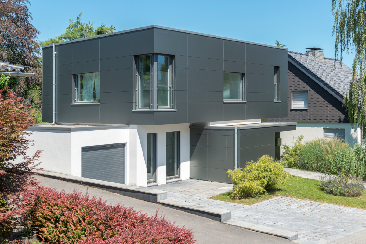 Holzhaus als Passivhaus, Putzfassade, Fassade aus zementgebundenen Platten