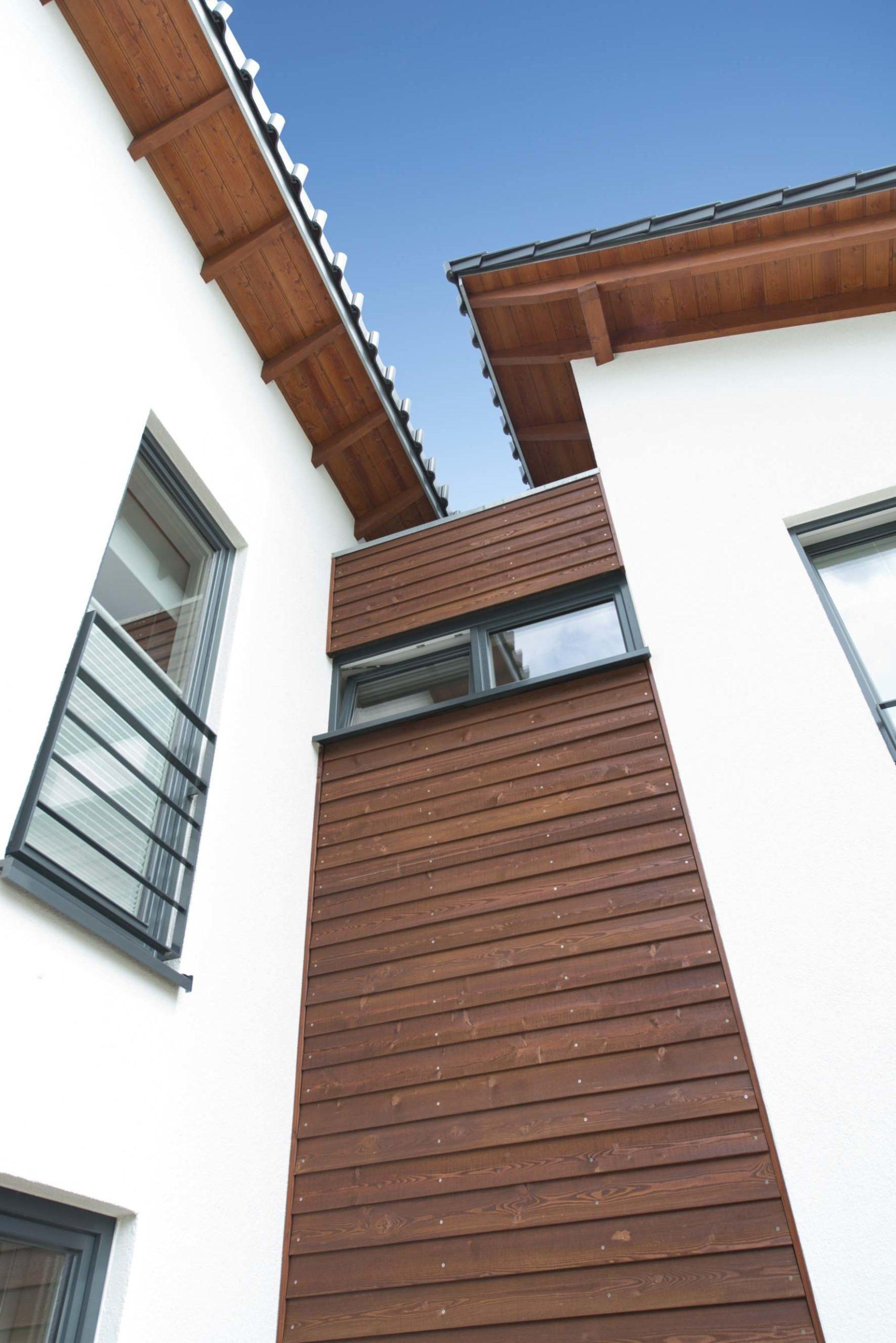 Wohnhaus als Holzhaus, Mehrgenerationenhaus Pultdach, Putzfassade, Holzfassade
