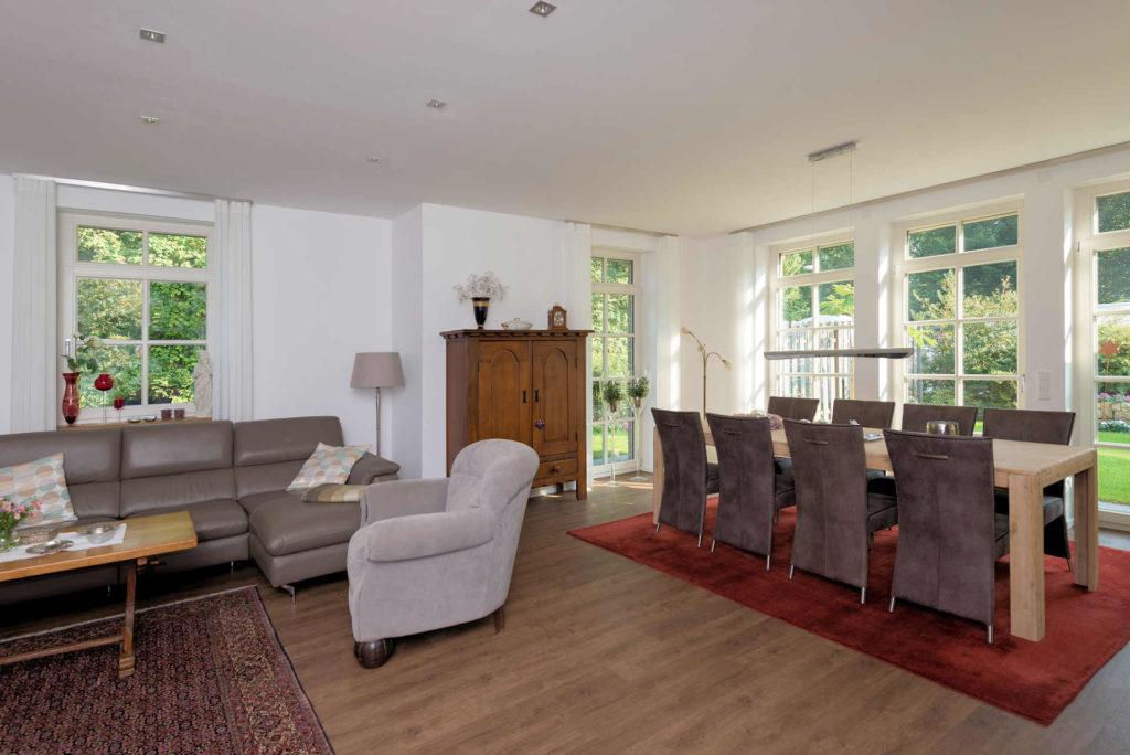 möglichst barrierefreies Holzhaus altersgerecht gebaut, bodetiefe Fenster