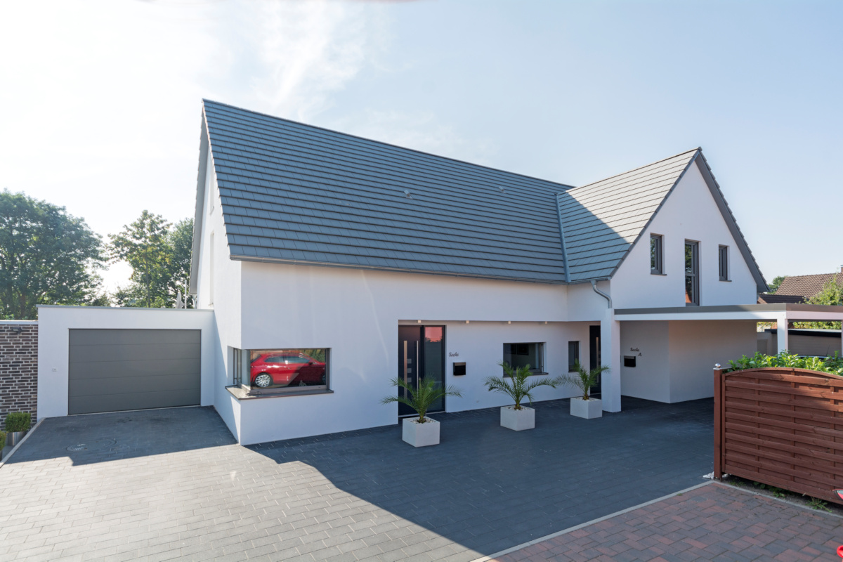 individuelles Fertighaus als Doppelhaus mit Satteldach