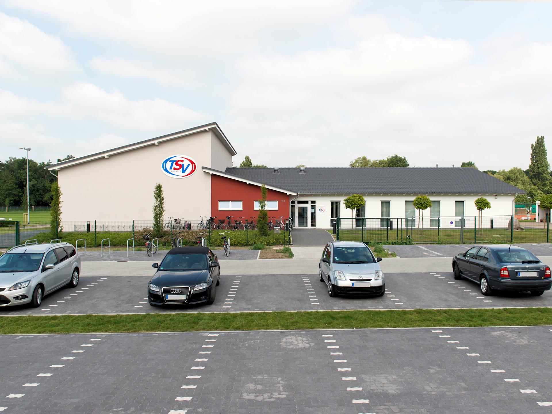 Sportanlage mit Halle, Sanitäranlage und Clubraum von Kampshoff GmbH