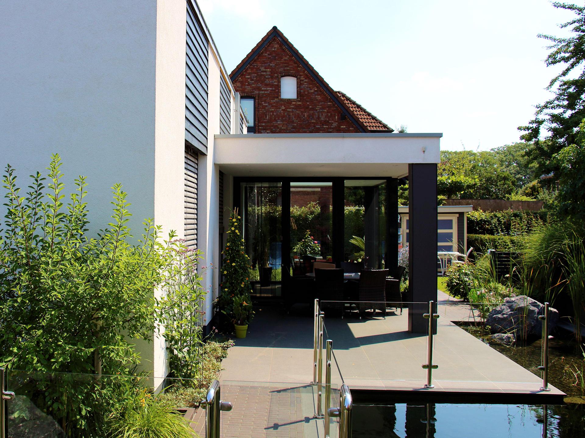 individuelles Fertighaus Wohnhaus mit Putzfassade Terrassenüberdachung