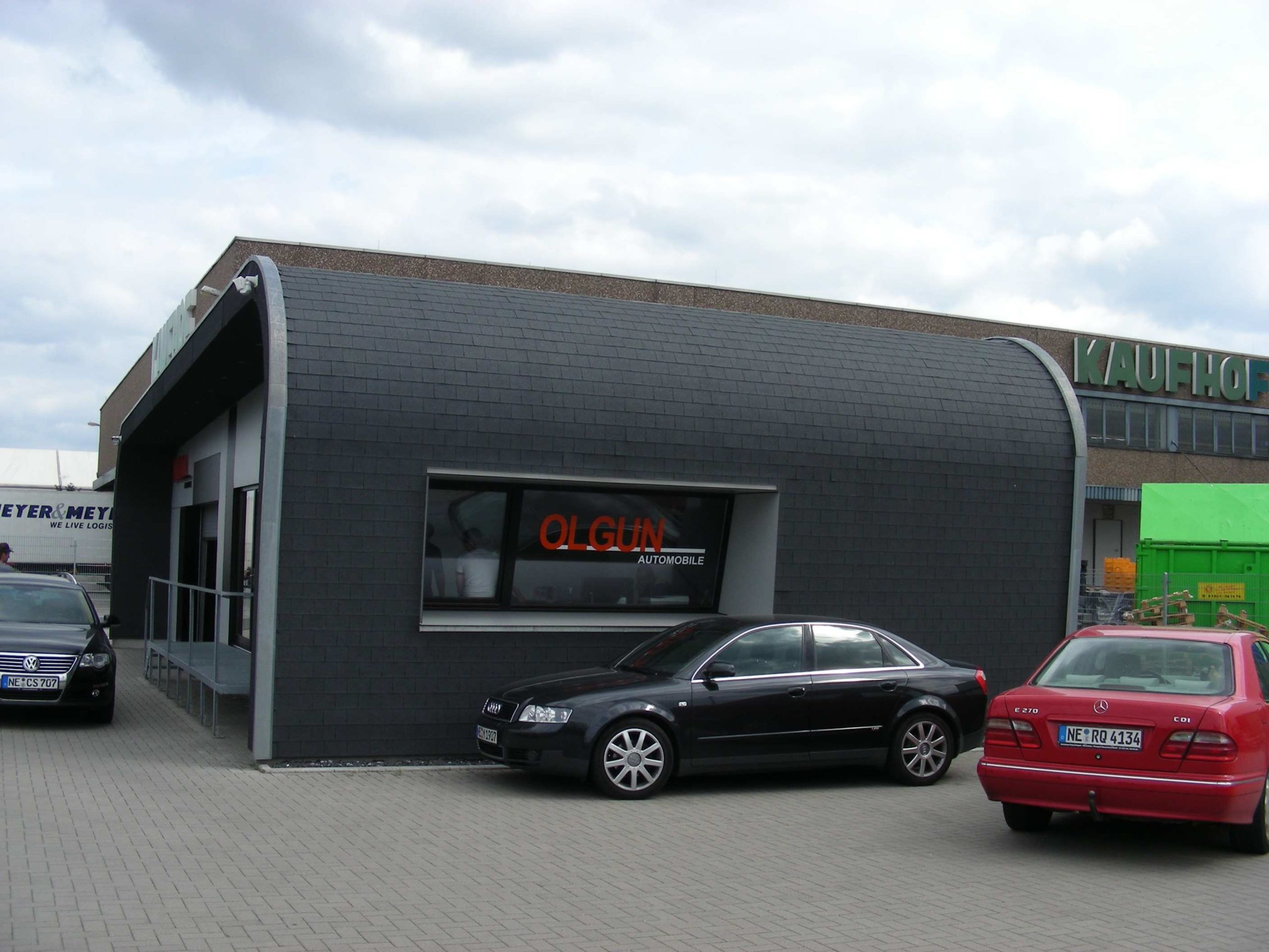 Autohaus in Holzbauweise