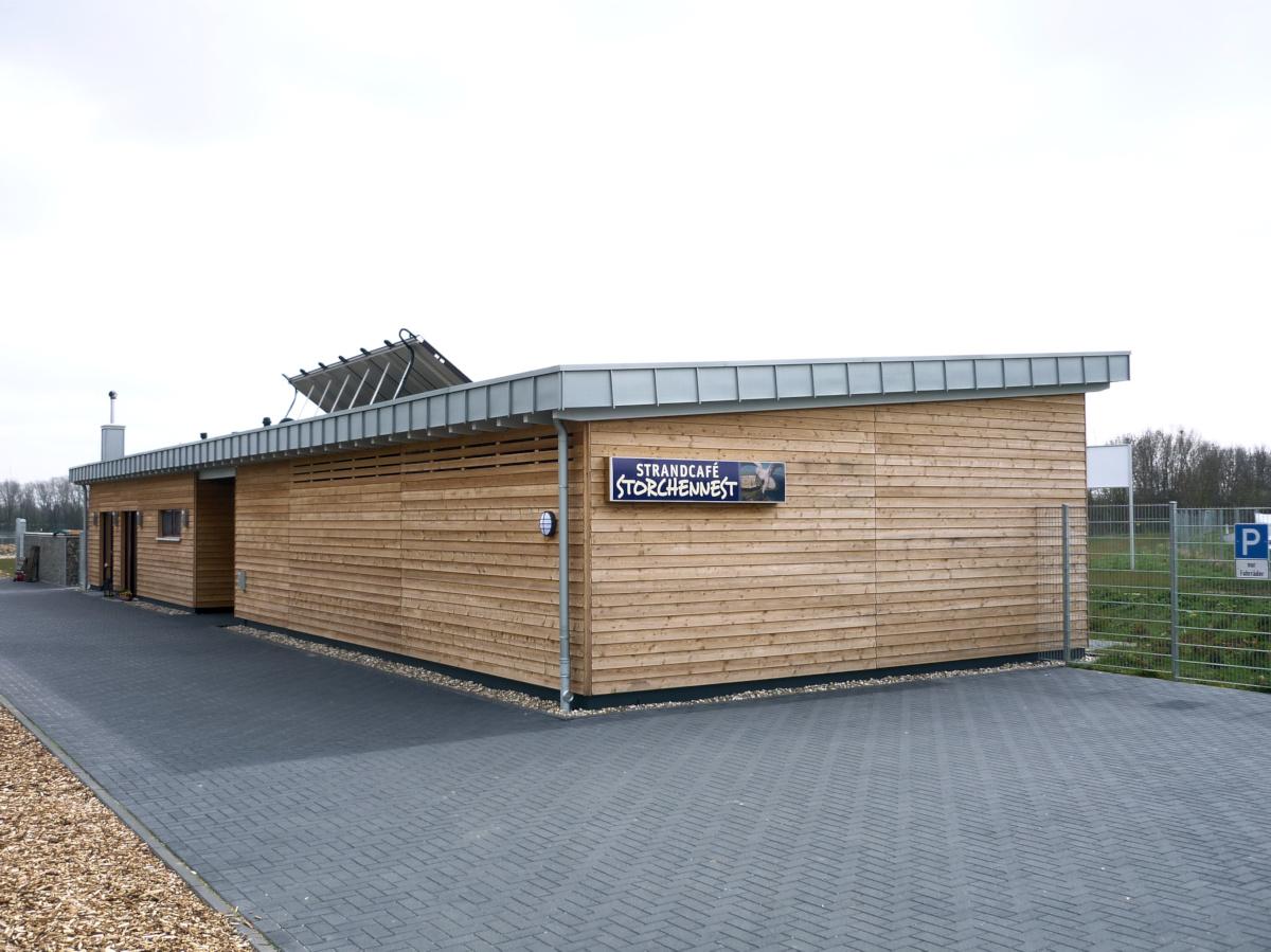 Cafe und Sanitärräume in Holzbauweise Freizeitenalage Ellerdonksee