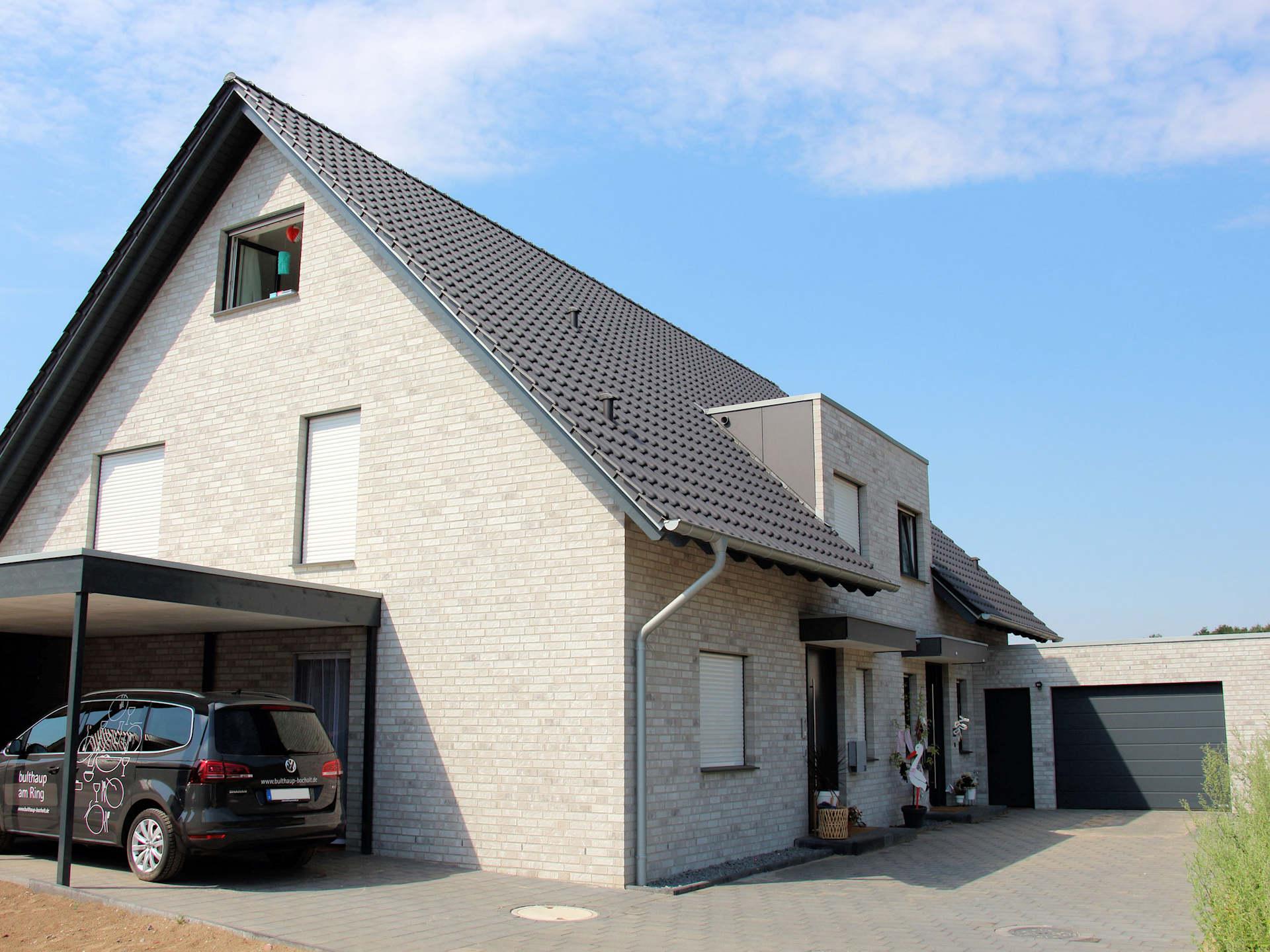 Holzhaus mit heller Klinkerfassade