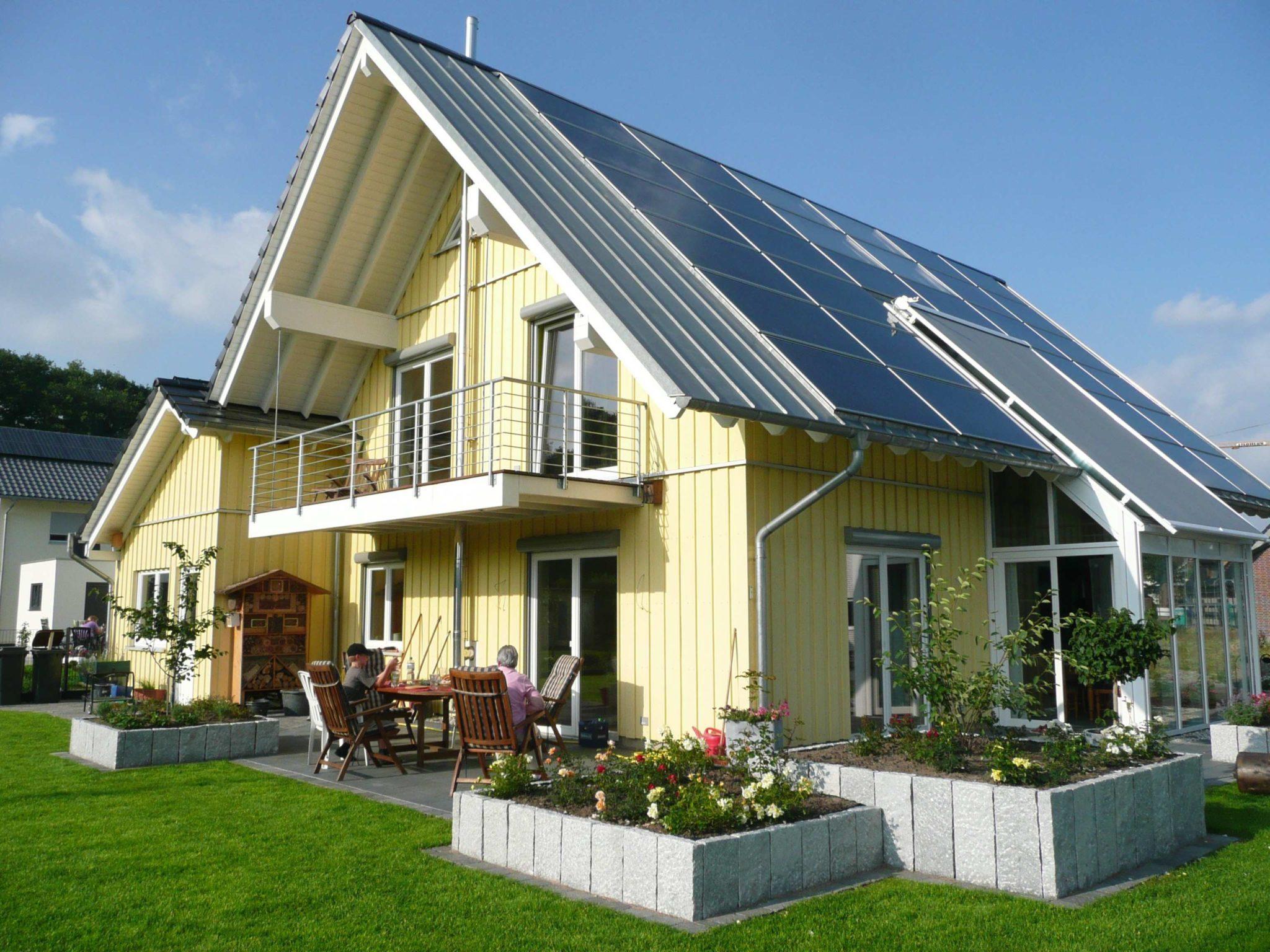 energieeffizientes Holzhaus mit Holzschalung