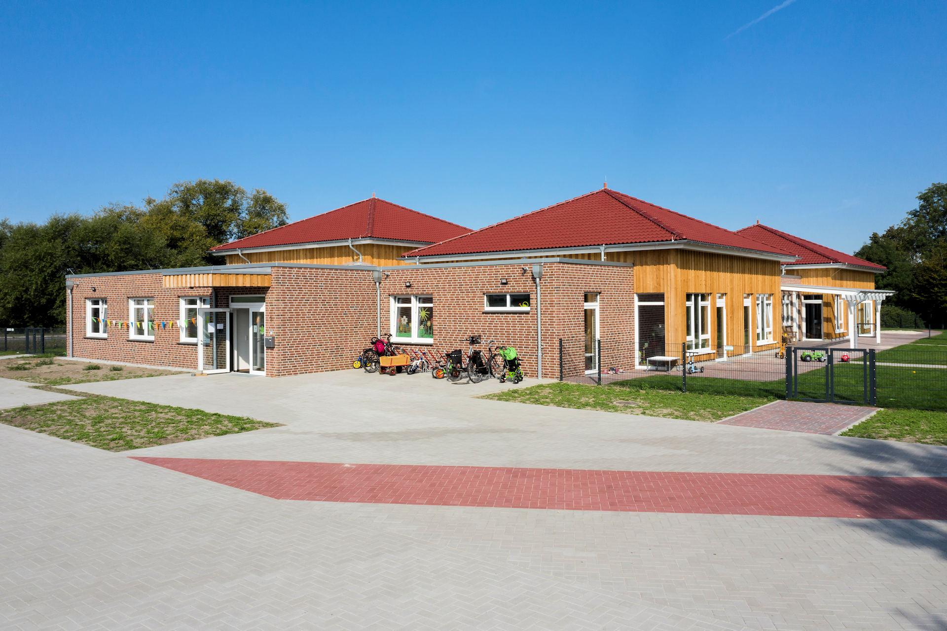 KiTa in Borken mit Holzfassade und Klinkerfassade Holzbauweise