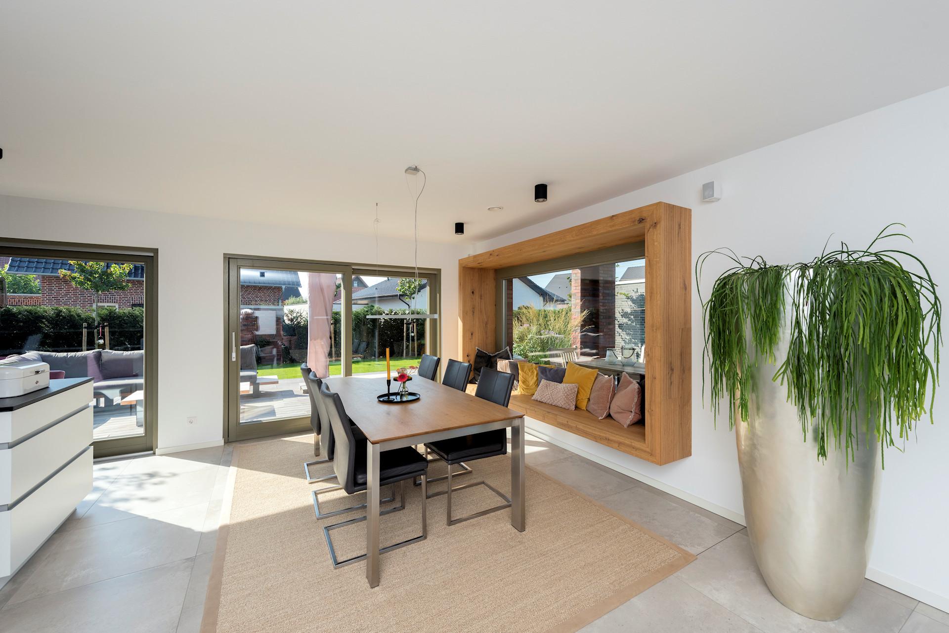 modernes Holzhaus, 2-geschossig, Sitzfenster