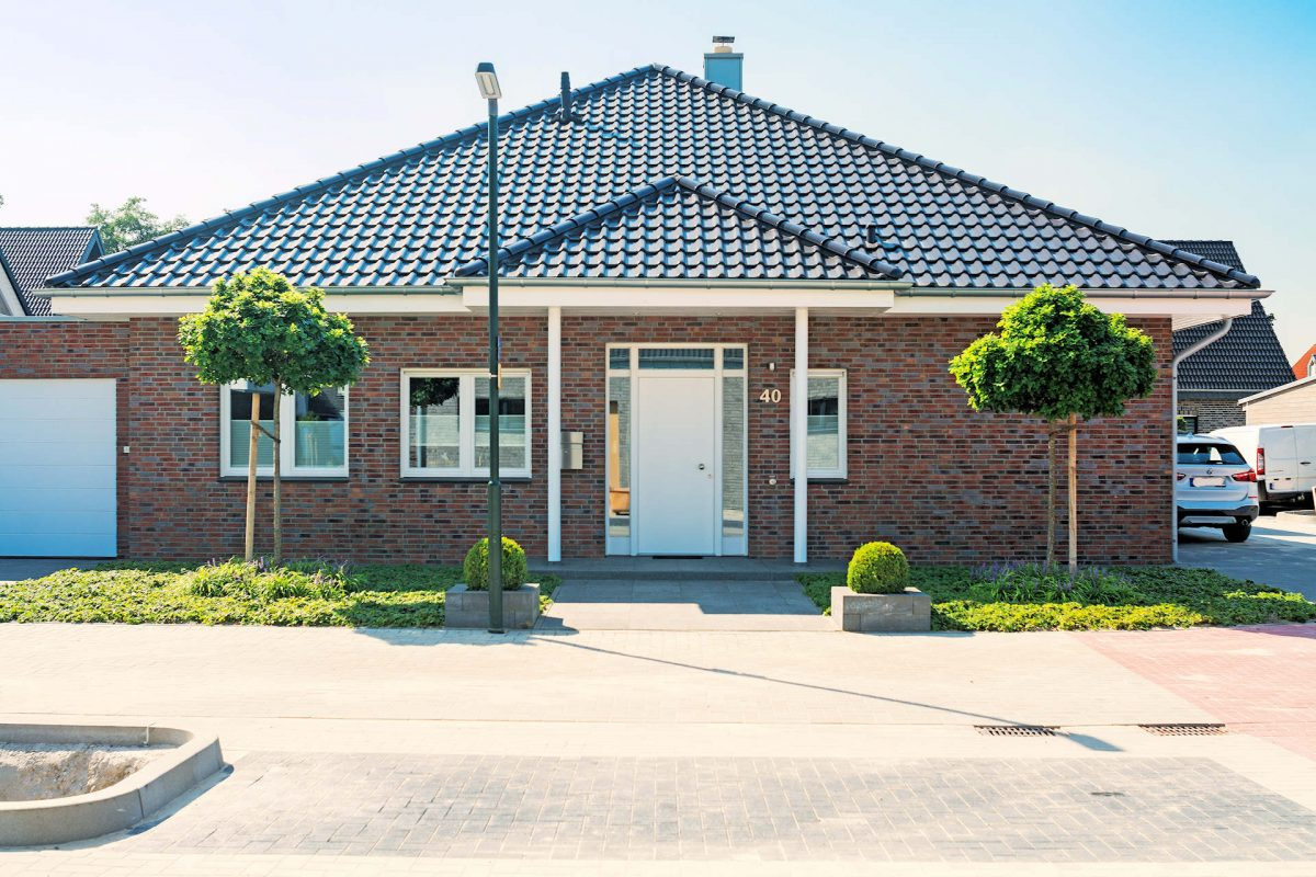 möglichst barrierefrei leben im Holzhaus, Haustürüberdachung